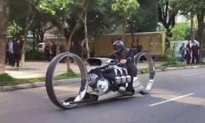 TMC Dumont to futurystyczny motocykl, który… działa!