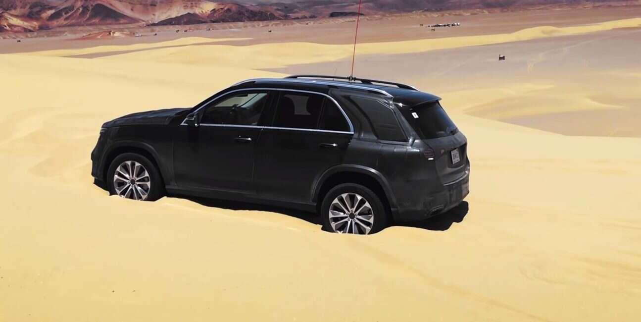 Mercedes, Mercedes GLE SUV, GLE SUV, funkcja bujania, piach, ugrzęźnięcie, buksowanie, przyczepność, koła