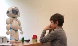 Robot uczy dzieci z autyzmem relacji międzyludzkich