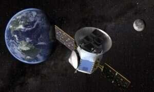 """Kometa """"sfotobombowała"""" teleskop NASA poszukujący egzoplanet"""
