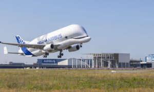 Najdziwniej wyglądający samolot Airbus BelugaXL wykonał swój pierwszy lot
