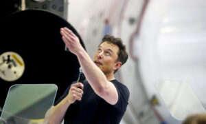 Rząd pozywa Elona Muska za prywatyzację Tesli