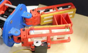 Ten robot naśladuje ludzkie palce aby lepiej operować przedmiotami