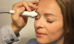 Ten skaner obrazuje oczy by uratować mózg