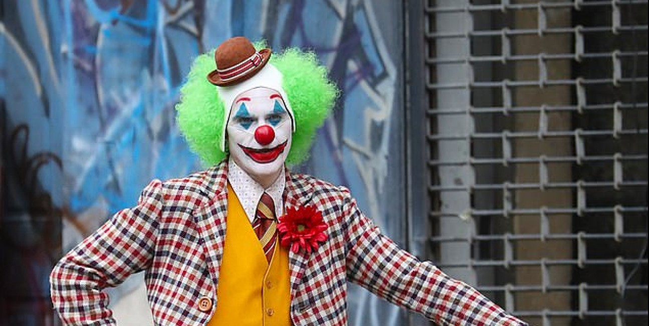 Joaquin Phoenix w stroju klauna