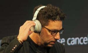Microsoft zaprezentował słuchawki Surface