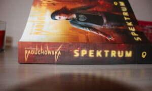 """Martyna Raduchowska """"Spektrum"""" – recenzja książki."""