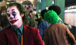 Joaquinn Phoenix jako Joker knuje coś niedobrego