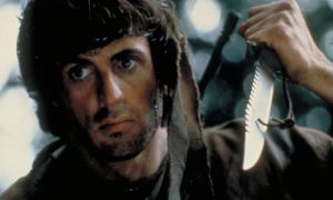 Sylvester Stallone prezentuje swoją broń z Rambo 5