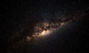 Astronomowie chcą wystrzelić w kosmos wiązkę lasera, aby przyciągnąć kosmitów