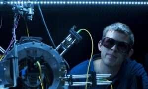 Atomowa wiązka ściągająca chwyta atomy do pamięci kwantowej