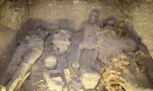 Znakomicie zachowane mumie odkryte w jednym z grobowców w Egipcie