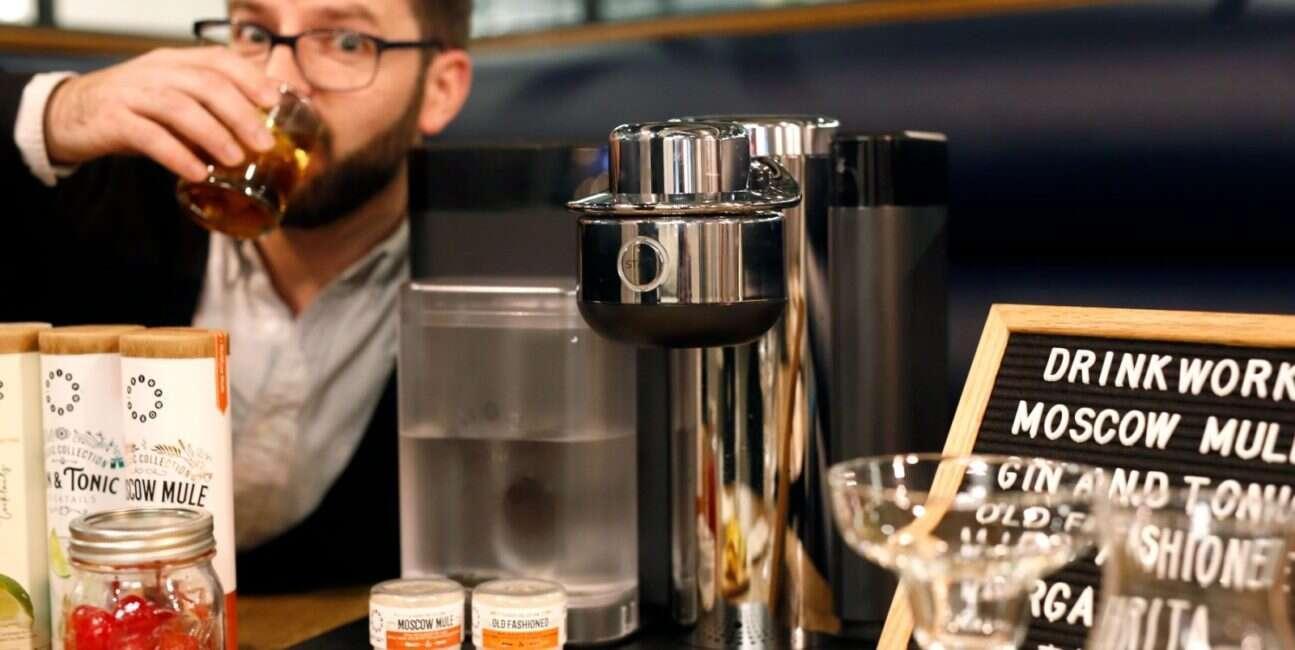 Home Bar, robienie drinków, drinki z automatu, automat do drinków, urządzenie do drinków