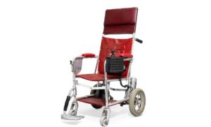 Za ile został sprzedany wózek inwalidzki Stephena Hawkinga?