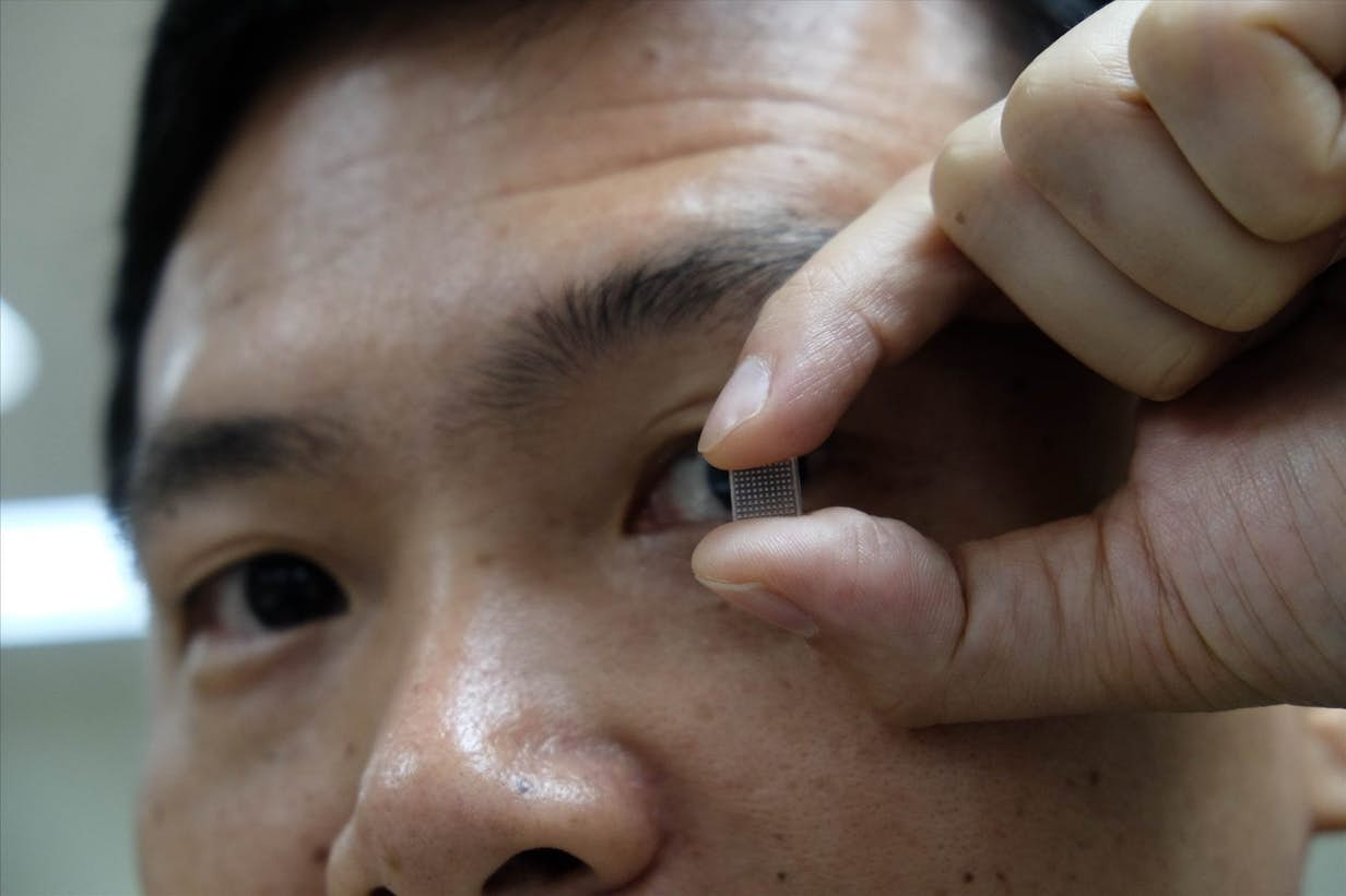 leki, leki do oczu, dostarczanie leków do oczu, plaster na oko