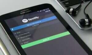 Ile osób wykupiło subskrypcję w Spotify?