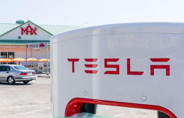 Tesla, supercharger, stacje ładujące tesla, elon musk