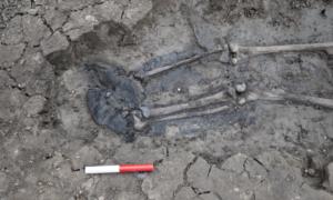 Ten szkielet sprzed kilkuset lat wciąż miał na sobie buty
