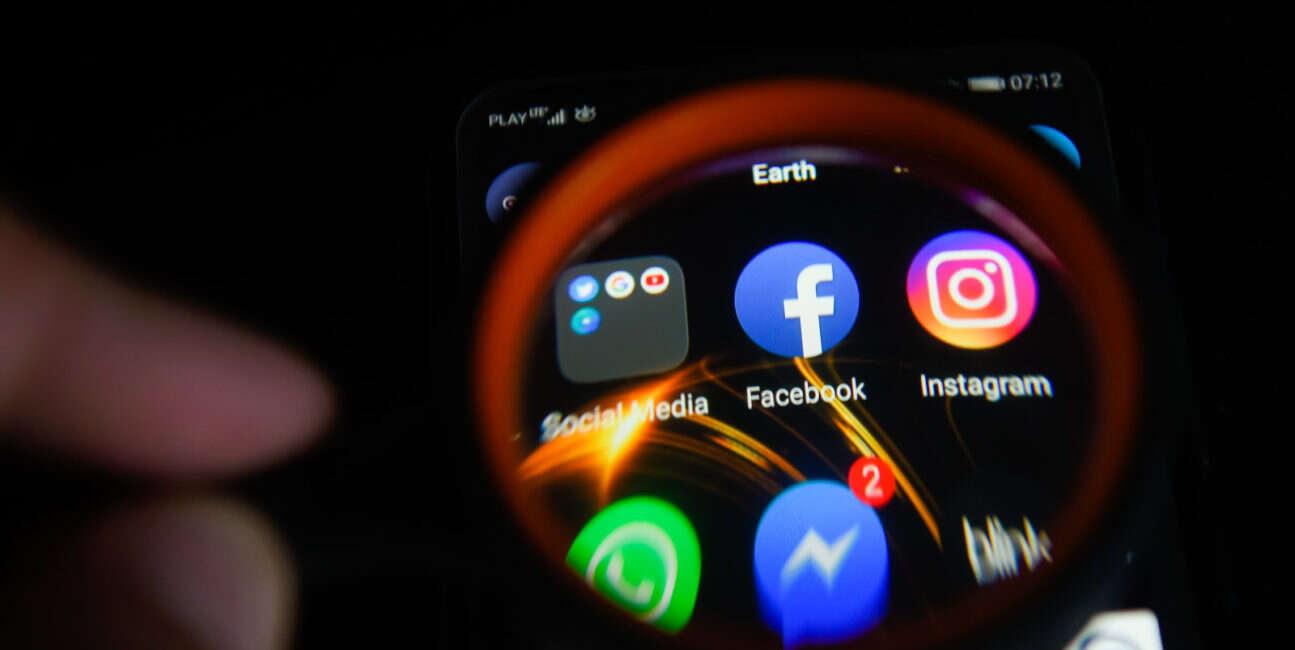 Facebook, aplikacje, udostępnianie danych, scycanner, kayak, tripadvisor