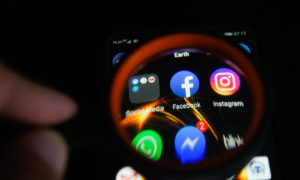 Popularne aplikacje bez pytania wysyłają dane do Facebooka