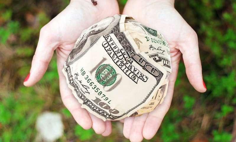 Bogaci ludzie, akcja charytatywna, zbieranie pieniędzy,