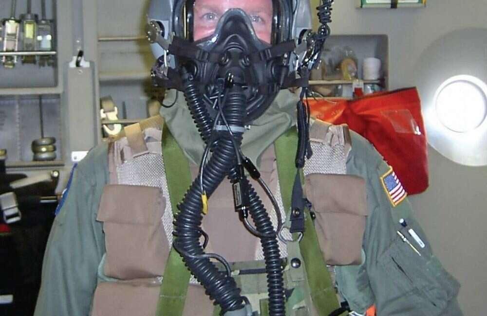 Najnowsze maski tlenowe JSAM-RW chronią pilotów przed bronią NBRC