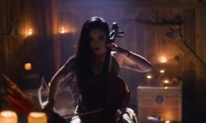 Wiolonczelistka Tina Guo jako Kratos z God of War