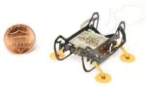 Robot z Uniwersytetu Harvarda może wspinać się wewnątrz silników odrzutowych