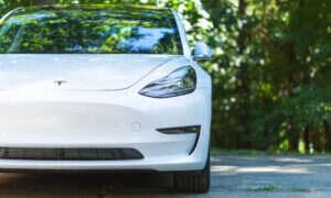 Zobaczcie jak powstaje Tesla Model 3