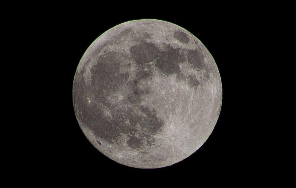 księżyc, surowce księżyc, esa księżyc, wydobywanie surowców księżyc,