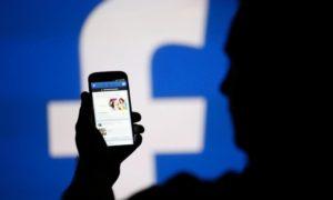 Facebook proponuje połączenie różnych aplikacji