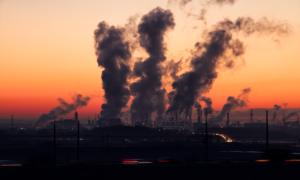 Zanieczyszczenie powietrza równie groźne jak palenie papierosów dla kobiet w ciąży