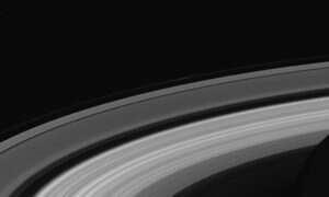 Pierścienie Saturna pozwalają obliczyć prędkość z jaką się obraca