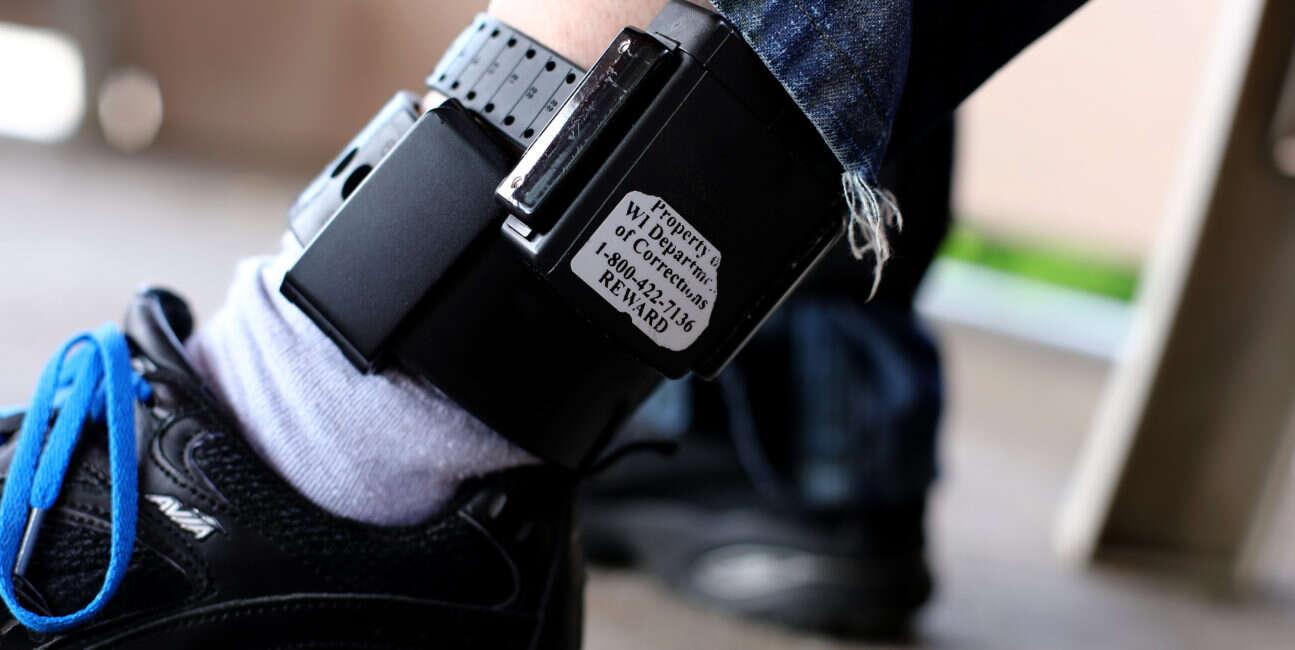Rząd Wielkiej Brytanii chce śledzić przestępców nadajnikami GPS
