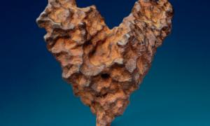 Meteoryt w kształcie serca trafi na aukcję