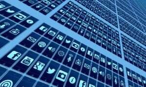W jaki sposób Facebook wpływa na użytkowników?