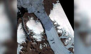 Groźne pęknięcia powstają na najdłuższym lodowcu półkuli północnej