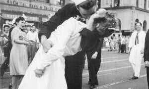 Zmarł marynarz ze słynnej fotografii przedstawiającej pocałunek po zakończeniu wojny