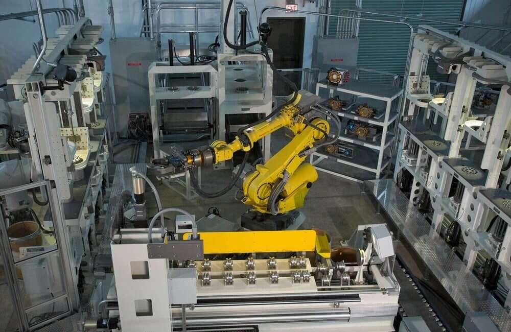 Zespół robotów radzi sobie świetnie z przygotowywaniem amunicji do recyklingu