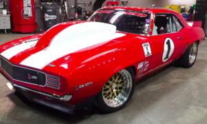 Ten Big Red Camaro o mocy 2000 KM zaliczył masę wyścigów