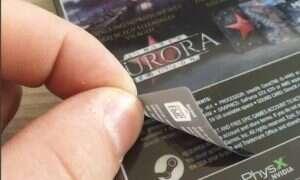 Pudełka Metro Exodus z ukrytym logiem Steam pod naklejką sklepu Epic Games