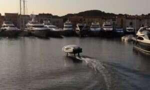 Elektryczna łódź od SeaBubbles jest praktycznie wodnym odpowiednikiem Tesli