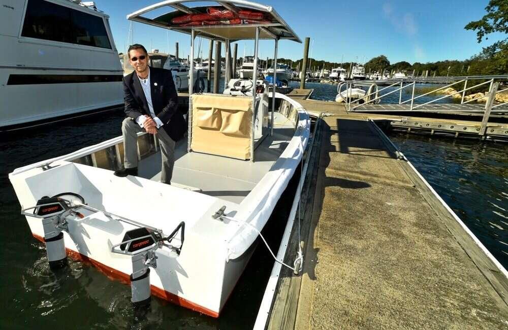 Pierwsza na świecie słoneczno-elektryczna łódź zajmująca się nieczystościami
