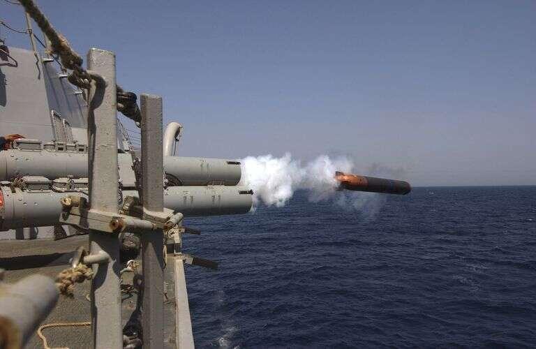 W taki oto sposób okręty amerykańskiej marynarki wystrzeliwują torpedy we wrogie statki podwodne