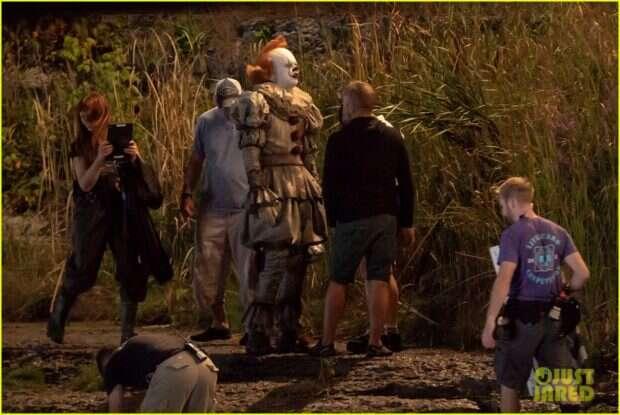 Bill Skarsgård przyłapany został w pełnym kostiumie Pennywise'a