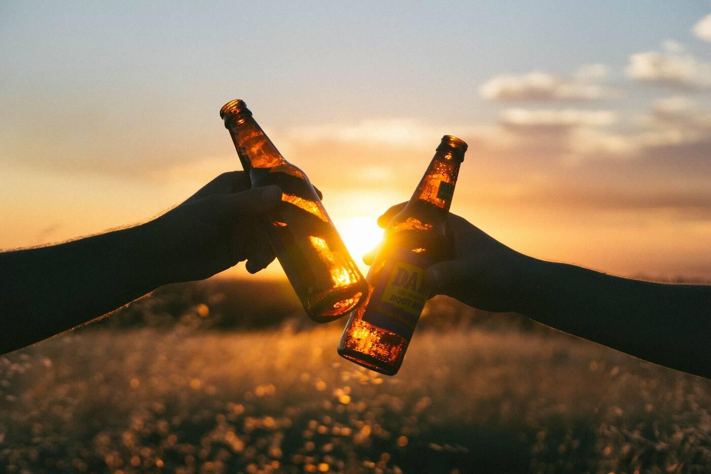 Alkohol, wiek Alkohol, wiek a Alkohol, spożywanie Alkoholu, picie piwa, umiarkowane picie Alkoholu
