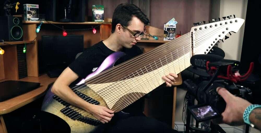Najbardziej metalowa gitara z... 20 strunami!