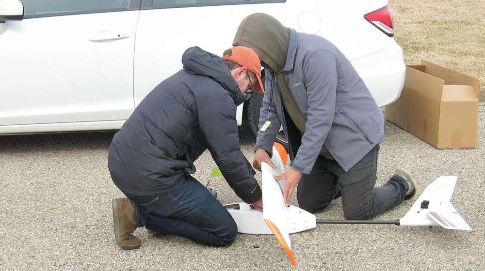 Wbudowane w skrzydła dronów baterię podwajają ich czas lotu
