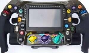 Mercedes wyjaśnia funkcje przycisków na nowoczesnych kierownicach samochodów F1