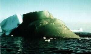 Naukowcy prawdopodobnie rozwikłali zagadkę zielonych gór lodowych